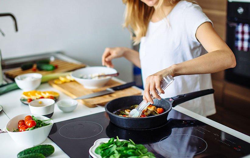 قلل من تناول السعرات الحرارية عن طريق تناول الطعام في المنزل