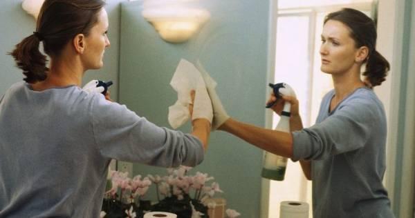 تنظيف حافة المرآة