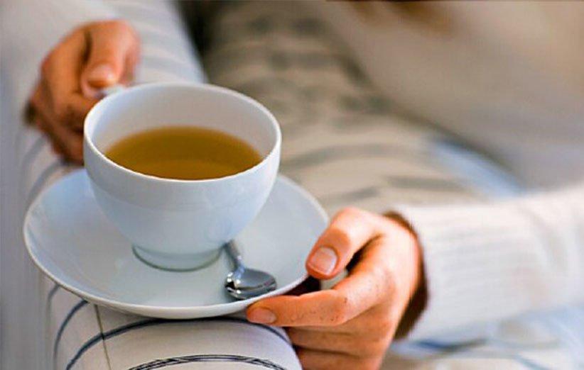 اشرب الشاي والقهوة في الليل