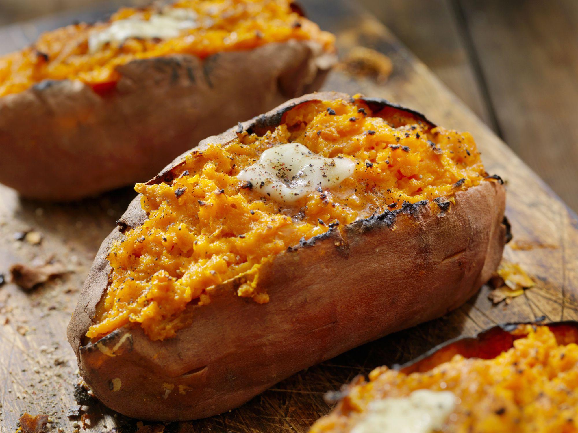 27 نوع من الأطعمة التي تعمل على حرق الدهون لإنقاص الوزن والبقاء بصحة جيدة- بطاطا حلوة