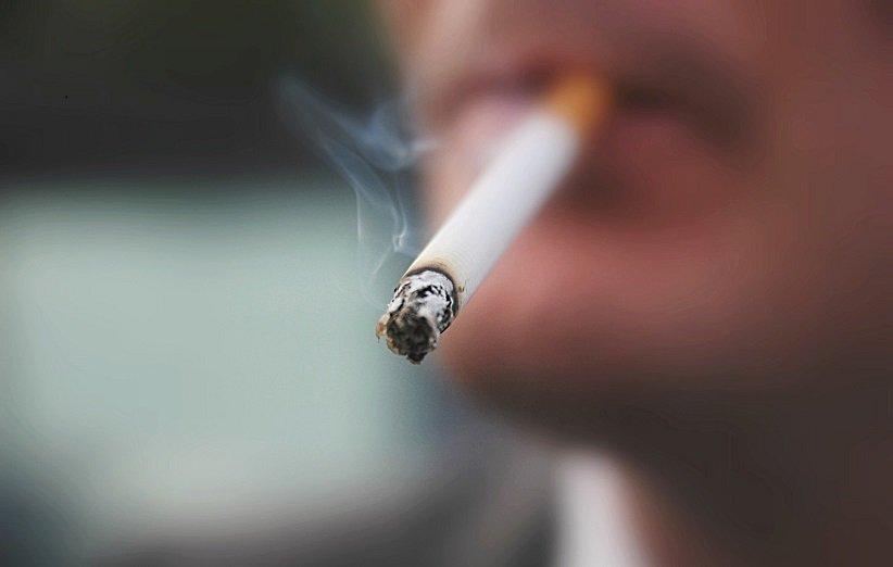 العلاقة بين التدخين والرؤية