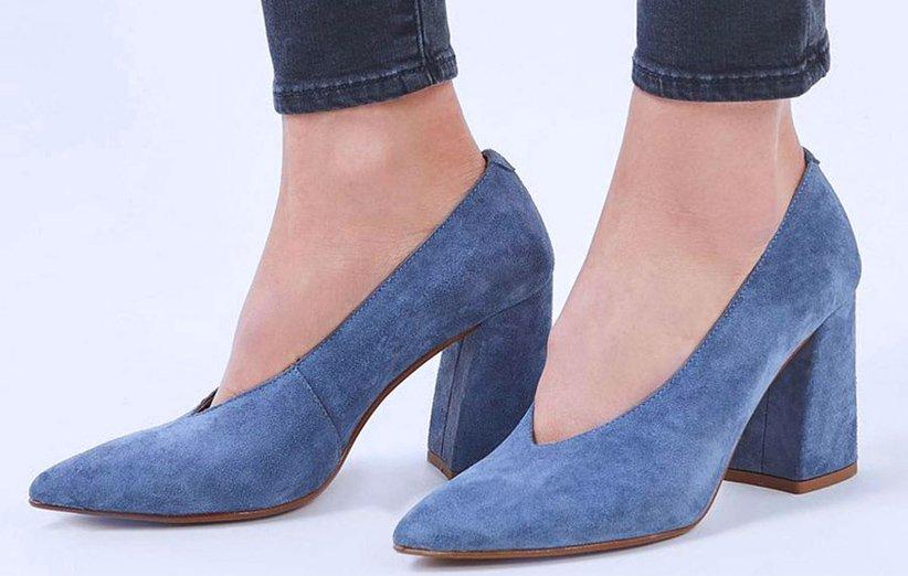 حذاء بمضخة كعب مكعب