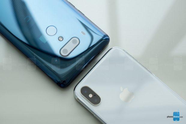 قارن HTC U12 Plus مع Apple iPhone X.