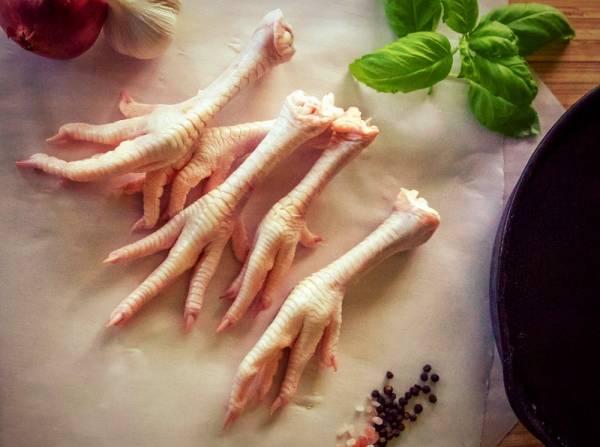 كيفية تنظيف أقدام الدجاج