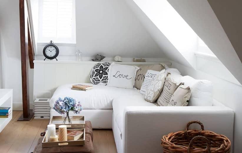 استخدم أريكة على شكل حرف L.