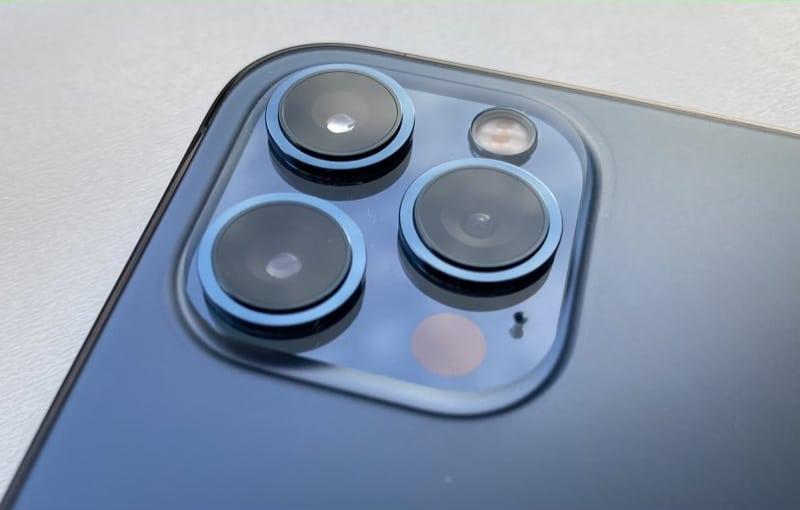 كاميرا iPhone 13 أو iPhone 2021