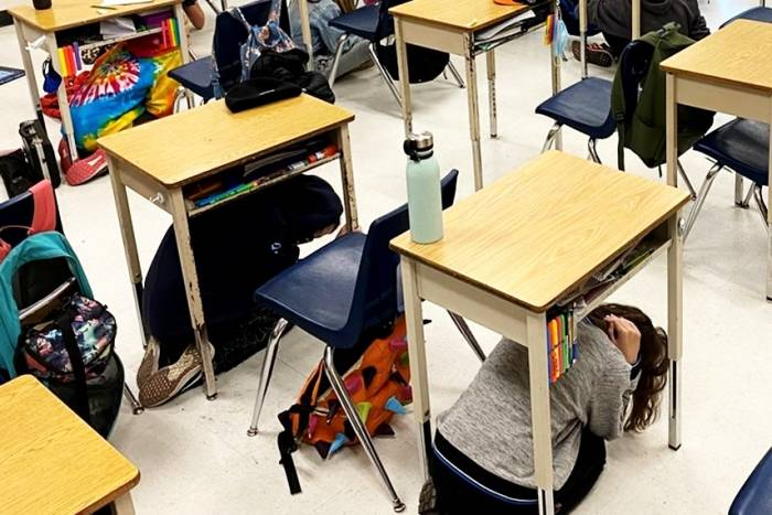الزلازل في المدارس