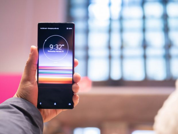 قارن Huawei Mate 20 Pro مع Sony Xperia 1 و Galaxy S10 Plus