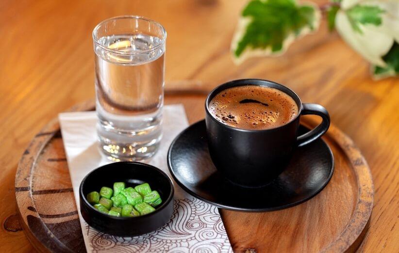 اترك القهوة بالماء