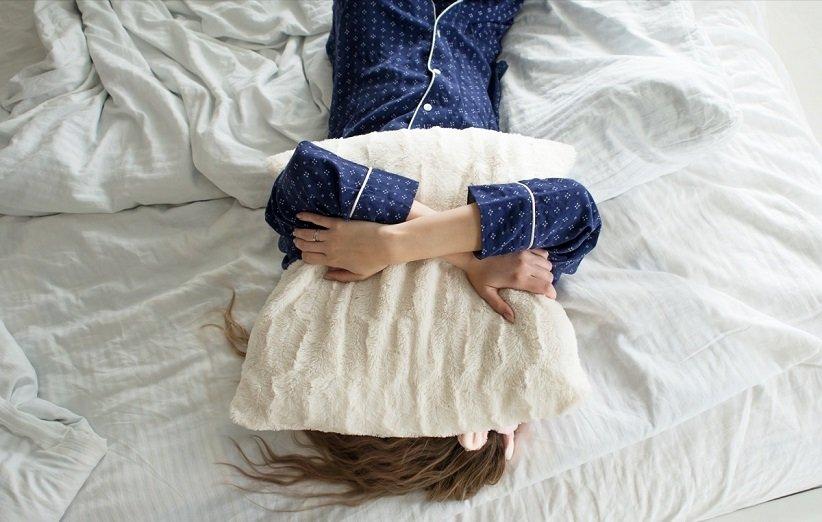 النوم على معدة فارغة يضر بالعادات الليلية