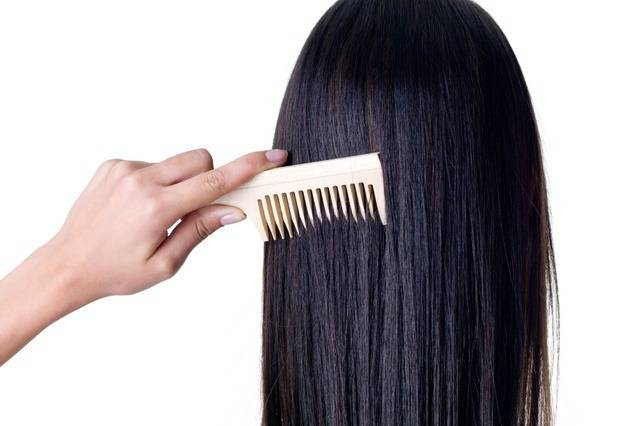 مشط الشعر الأسود