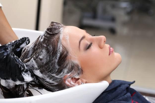 اغسلي الشعر الأسود