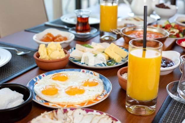 أتناول طعام الفطور