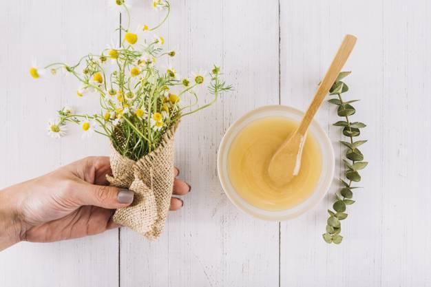 قناع العسل والبابونج