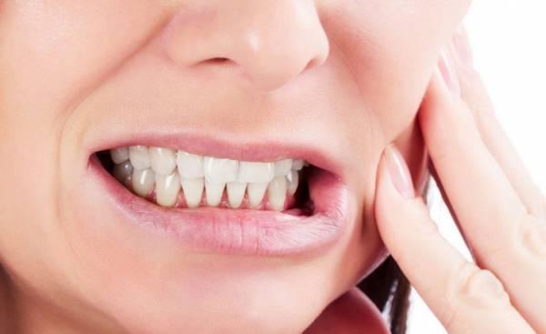 أعراض صرير الأسنان