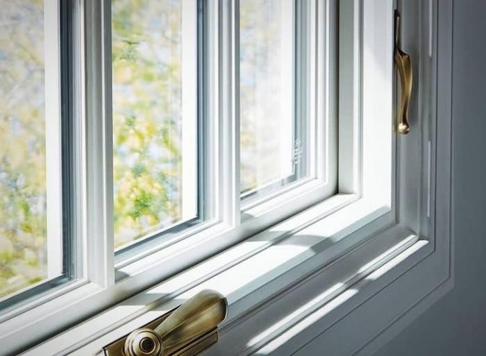 إطار ونافذة بيضاء