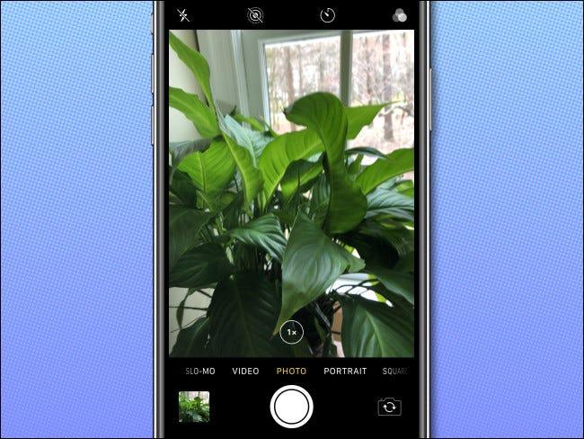 التقط صورة أو مقطع فيديو بكاميرا iPhone في وضع قفل الشاشة