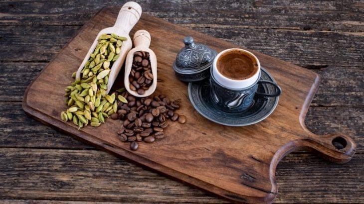 أبسط طريقة لعمل القهوة العربية في المنزل