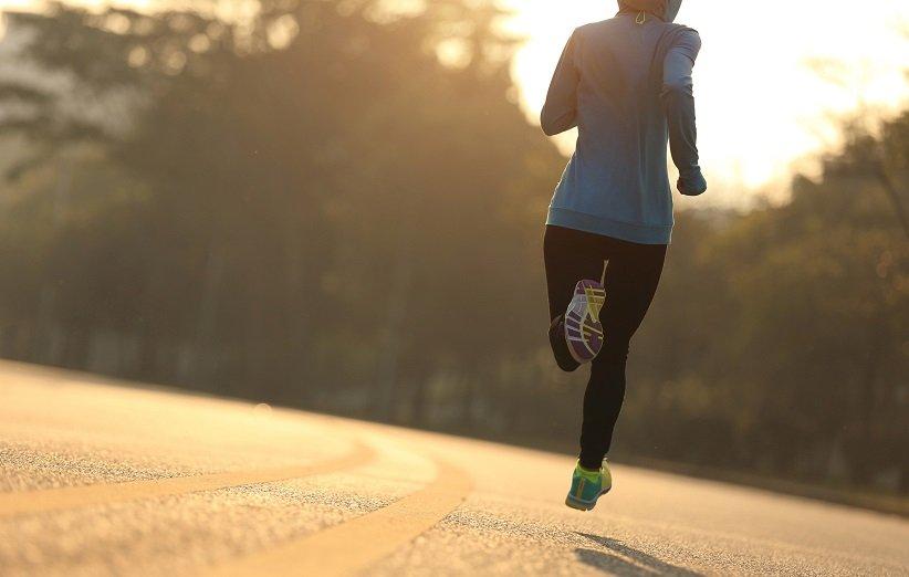 خرافة حول التمرين: الجري حافي القدمين أفضل.