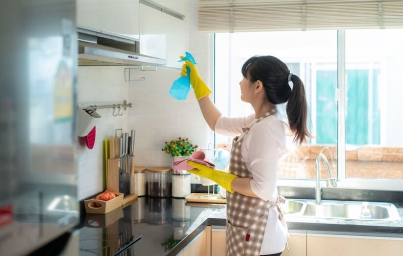 خدعة التدبير المنزلي - تنظيف الأماكن المزدحمة