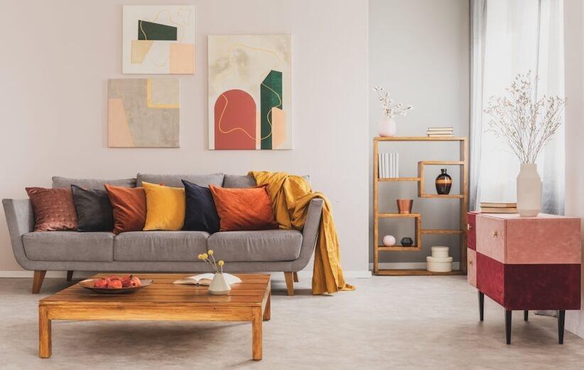 خدعة التدبير المنزلي - تزيين الجدران بالأعمال الفنية