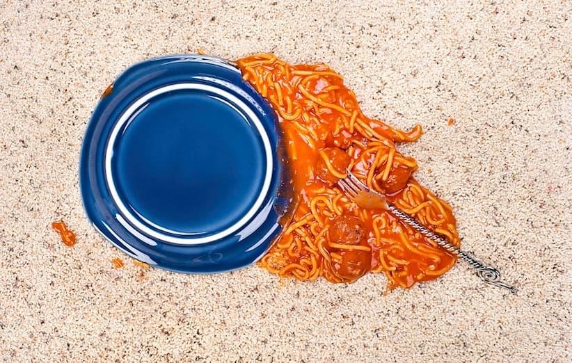 إزالة بقع الطماطم عن السجاد أو الفراش