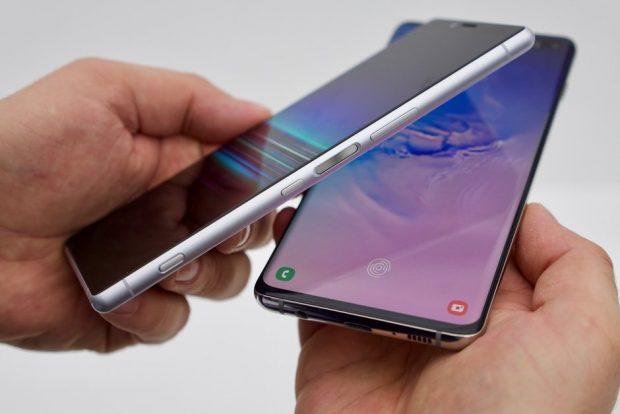 قارن Samsung Galaxy S 10 Plus مع Sony Xperia