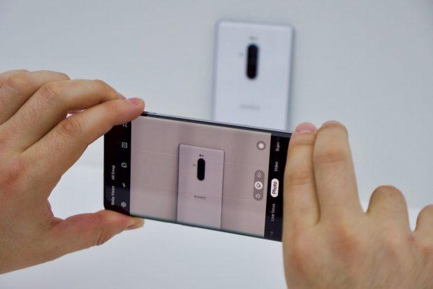 مقارنة بين Samsung Galaxy S10 Plus و Sony Xperia 1