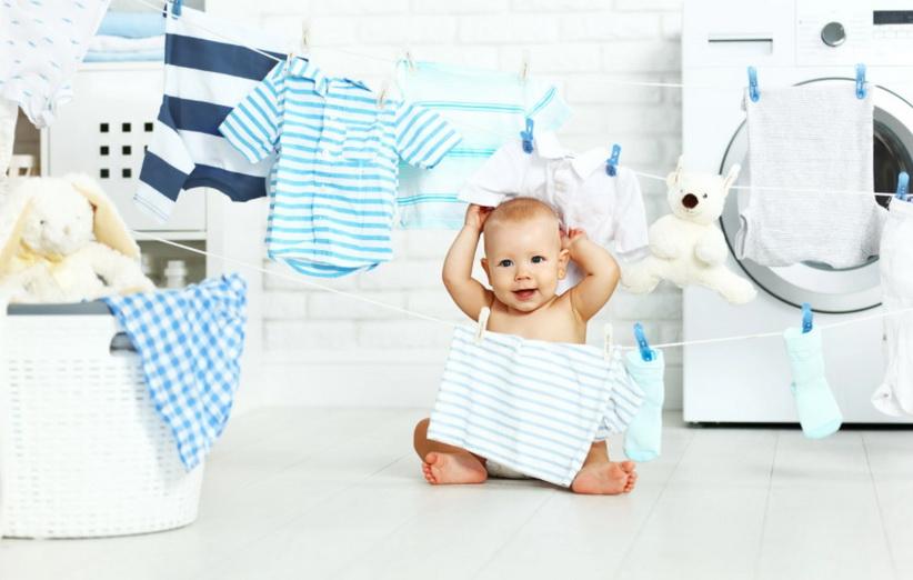 إزالة البقع من ملابس الأطفال